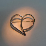 brosa aur galben in forma de inima