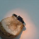 inel aur alb cu safir