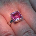 inel aur alb cu safir roz