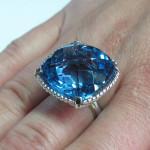 inel aur alb cu topaz albastru 2