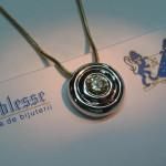 medalion aur alb